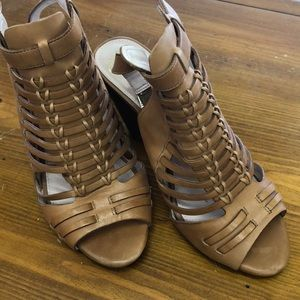 """Vince Camuto leather sandals 3"""""""